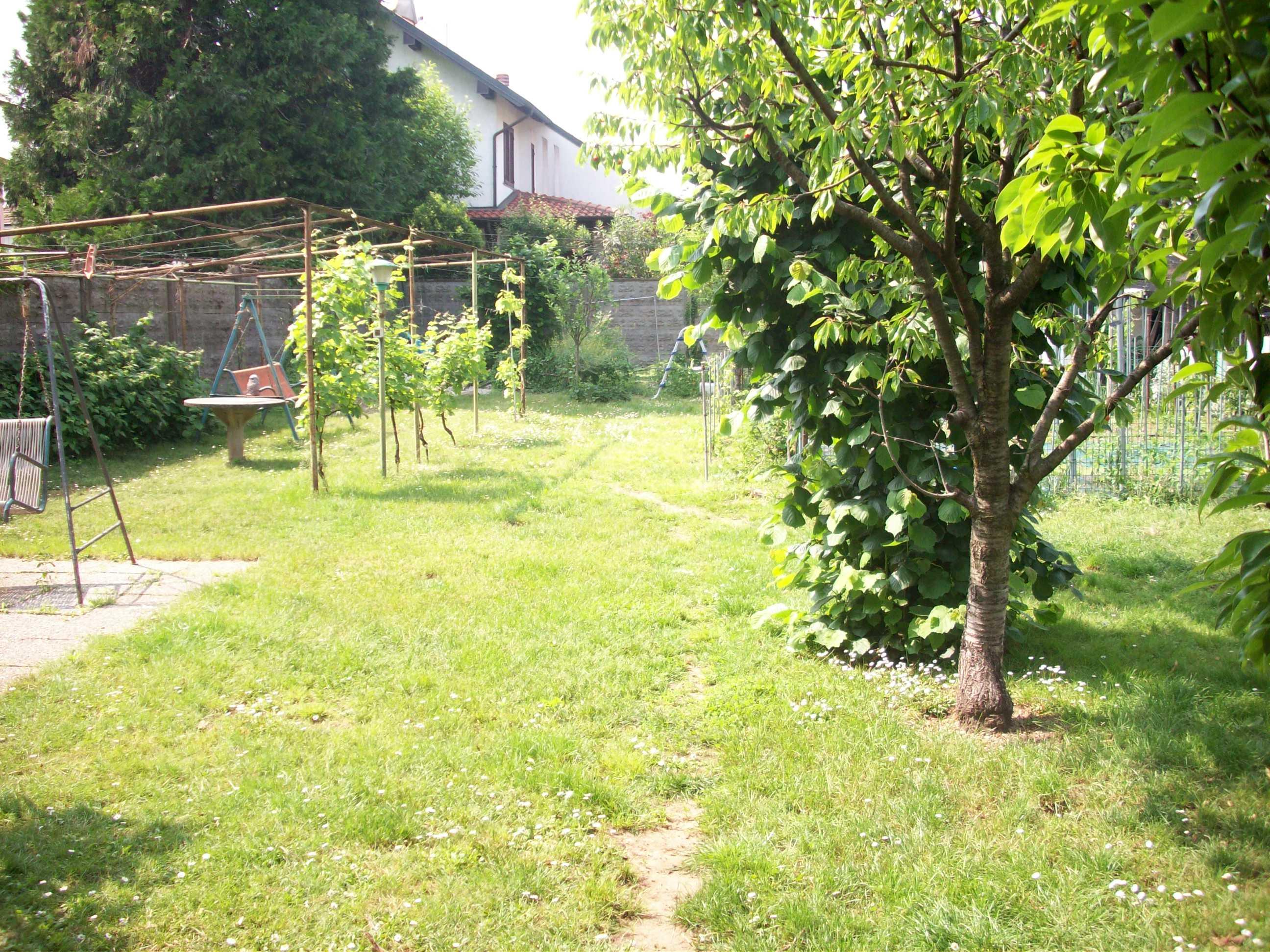 Villa Bifamiliare con ampio giardino.