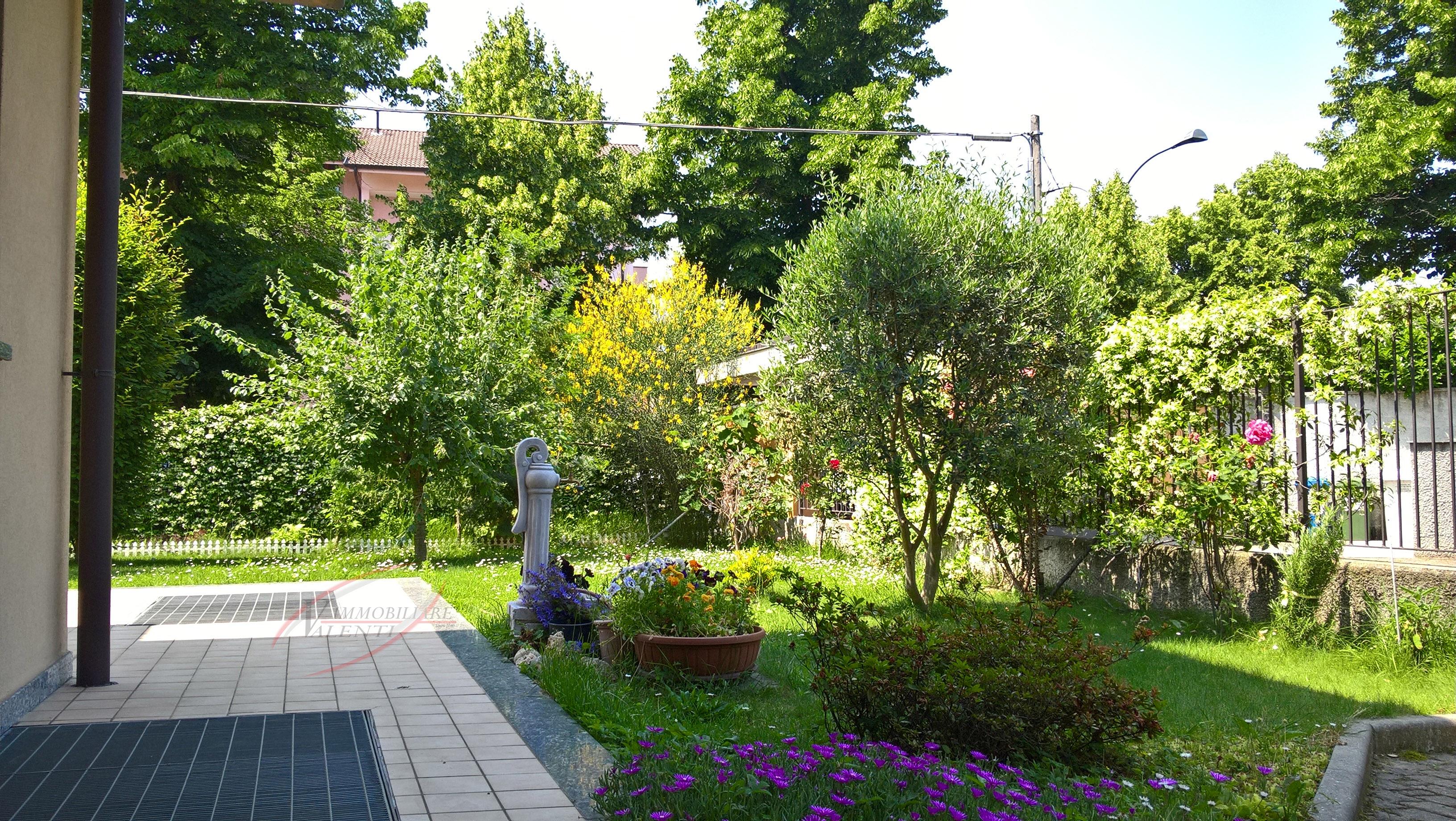 Trilocale con giardino.
